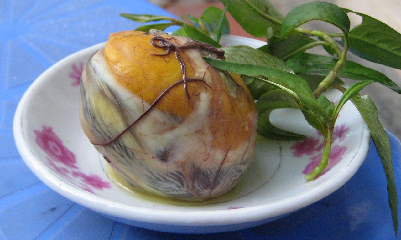 Trứng vịt lộn thơm ngon tại Đà Nẵng.